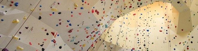 Hvad er en Airtrack og hvor finder jeg de bedste klatrevægge i danmark? Kræver det noget klatreudstyr eller er faldpads nok til mig?